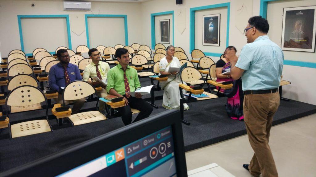 language laboratory equipment manufacturers in India